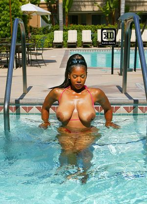 Stunning mature Semmie Desuora flashing black ass and pussy in bikini