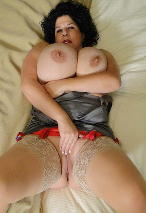 Busty mature Carol Foxxx spreading her cunt and fondles her massive tits
