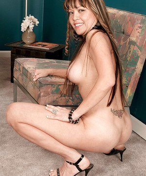 Asian slut Kira Lynn slowly strips out of her clothes.