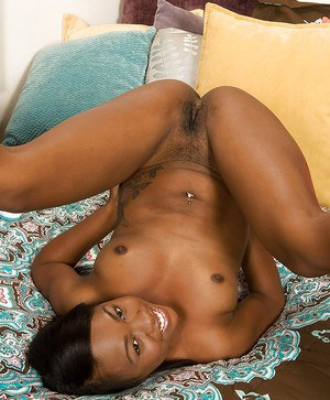 Black amateur butt action with Minnie Crush in her bedroom.
