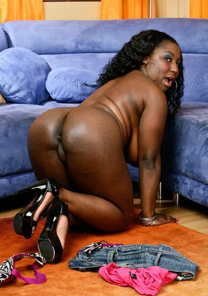 Fat black pussy heels and enormous boobs of hot Luxury Amore