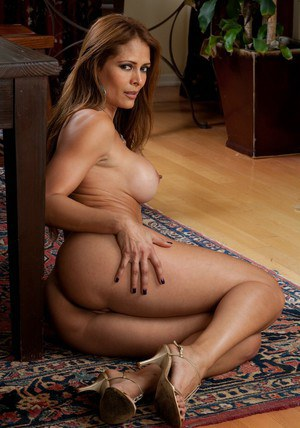 Sultry MILF Monique Fuentes strips her booty and boobs from lingerie