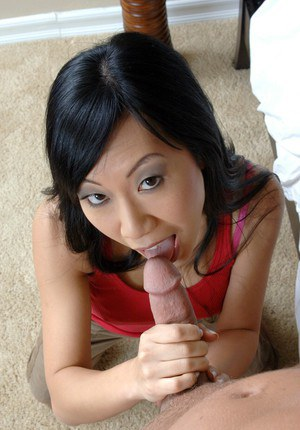 Asian hottie Tia Ling gives proper blowjob righ before hardcore sex