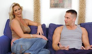 Sizzling mom Phyllisha Anne fucking desperately on the couch
