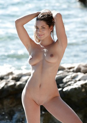 Beautiful babe pornstar with huge tits shows her naked body outdoor