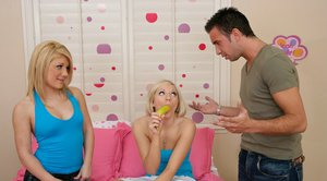 Blindfolded teen babes Kylee Reese and Jamie Lamore have groupsex