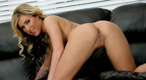 Sexy wife with huge boobs Memphis Monroe masturbating her cunt