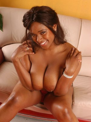 Ebony MILF with big boobs Aleera Flair spreads her craving cunt