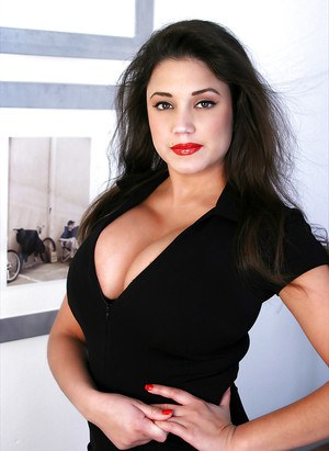 Stunning busty babe with a beautiful face poses to show her body