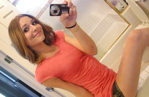 Teen Kasey Chase strips in the bathroom and takes hot pics of herself