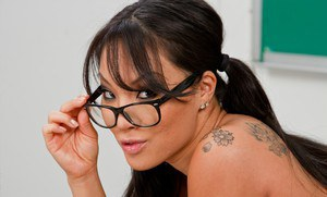 Asian schoolgirl Asa Akira getting naked and showing her stunning body