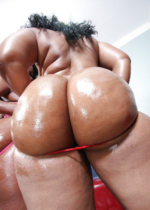 Ebony babe with a big booty and tits Sinnamon Love gets naughty