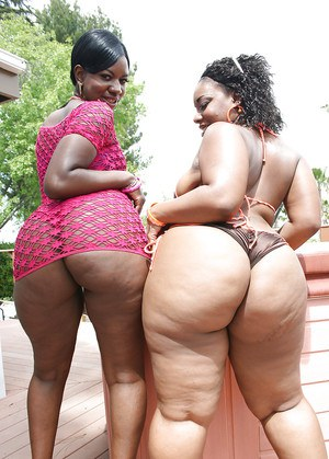 Fatty ebony babes Kiwi and Brownii showing hot asses and boobs outdoor