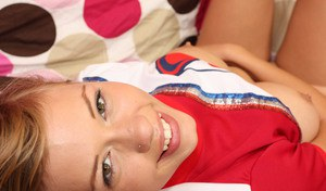 Teen cheerleader Nicole Ray with a cute face spreads her twat