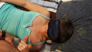 Amateur girlfriend Amy Anderson sucking a cock blindfolded
