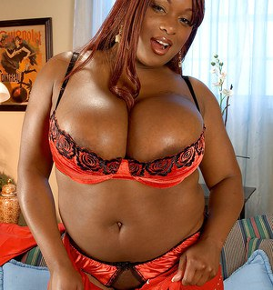 Black BBW hottie Simone Staxxx shows her ripe melons and butt