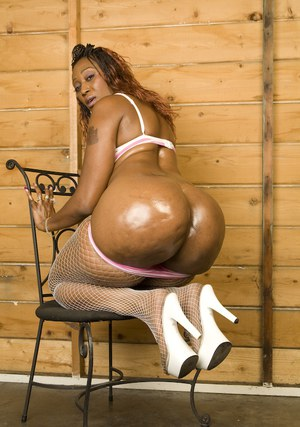 Mature black babe exposing her giant ass in white fishnet pantyhose