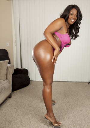 Fatty African MILF babe Aryana Starr poses naked on high heels