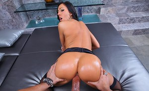 Sizzling Tiffany Brooks fucks in stockings and heels and gets a facial