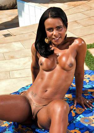 Blistering latin babe flaunts her smoking hot bikini body at the pool