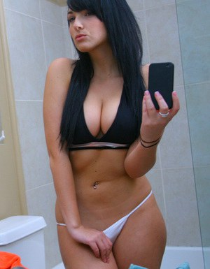 Pretty babe with big tits posing and picturing herself in the bath