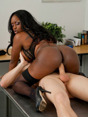 Ebony MILF teacher Jada Fire gets her cunt licked and fucked