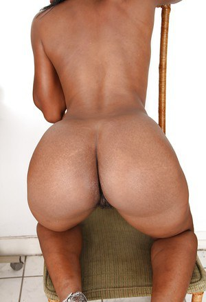 Sexy ebony babe Renee spreading her legs and rubbing her hairy slit