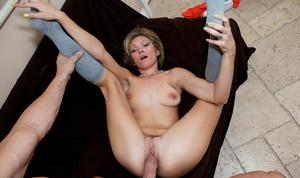 Stunning amateur babe Holly Bryn takes a big cock in her mouth and pussy
