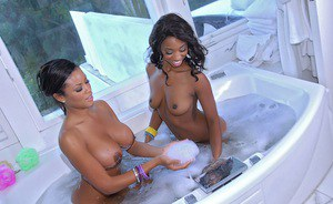 Hot ebony babes Jade Nacole & Sky Banks stripping and taking a bath together