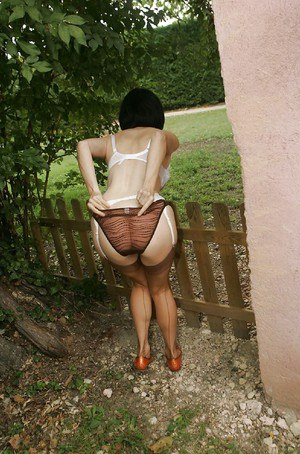 Stunning mature lady with ample ass and shaved pussy stripping outdoor