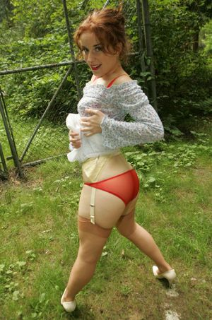 Filthy mature babe in stockings uncovering her fuckable body outdoor