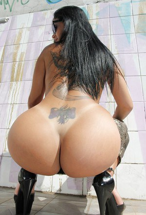 Bootylicious latina babe in sunglasses taking off her pants outdoor