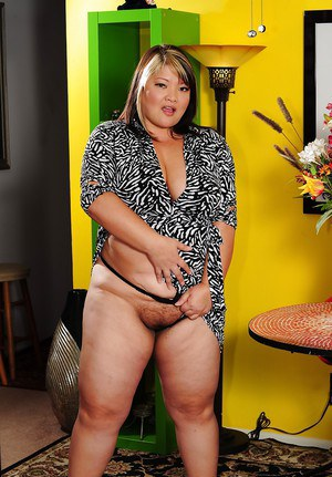 Fatty MILF Kelly Shibari stripping off her dress and uncovering her tits
