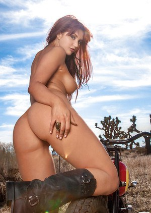 Redhead babe Veronica Ricci exposing her petite body outdoor