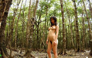 Pretty asian teen babe with amazing jugs posing naked outdoor