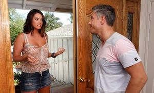 Curvy amateur babe Alison Tyler gets a facial cumshot after hardcore fucking