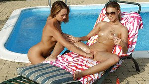 Ravishing amateur lesbian gets her pussy fisted by her friend outdoor