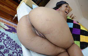 Bootylicious ebony babe with big tits stripping off her clothes