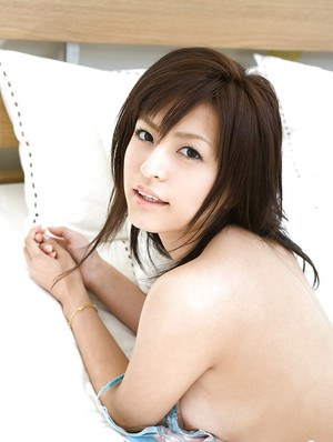 Pretty asian babe Misaki Mori slipping off her lingerie on the bed