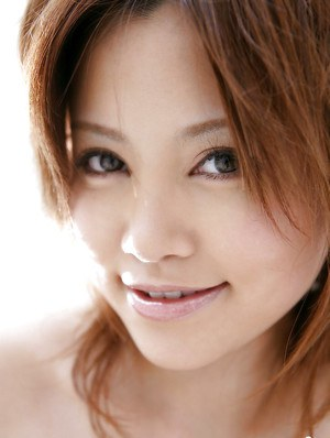 Pretty asian coed Hitomi Yoshino stripping off her clothes