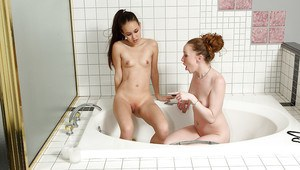 Petite amateur teens discovering fisting pleasures in the bath