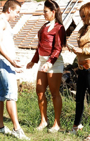 Eliss Fire & Valentina Ross are into fully clothed groupsex outdoor