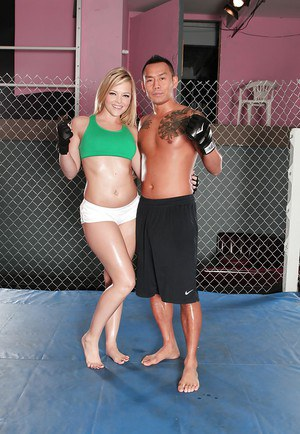 Busty blonde with hot ass Alexis Texas stripping off her sport outfit