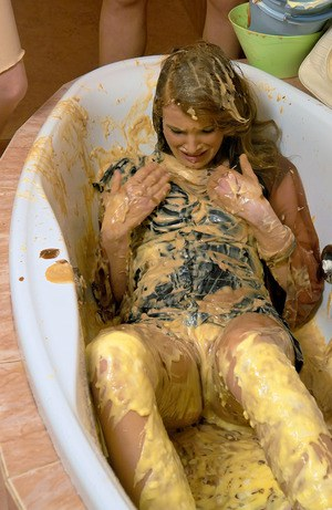 Brunette fetish babe has a kinky messy foodplay in the bath