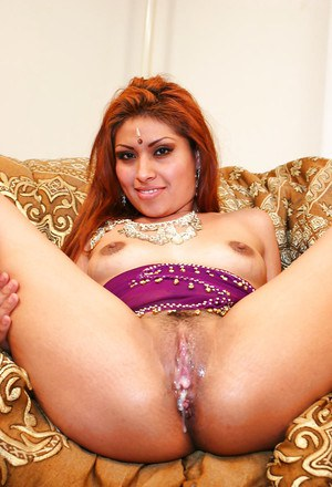 Seductive indian chick with tiny tits gets her cunt cocked up and creampied