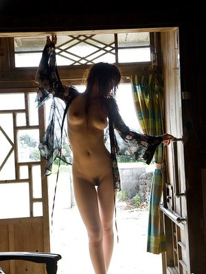Teenage asian babe Mari Misaki exposing her graceful curves