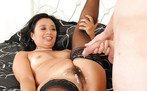 Lucky Starr receives a cumshot on her bush after hardcore twatting