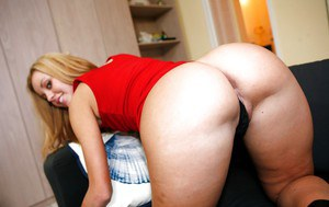 Latina babe Jessie Rogers stripping and showcasing her jaw-dropping fanny