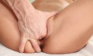 Flexy brunette amateur gets pounded hardcore on the massage table