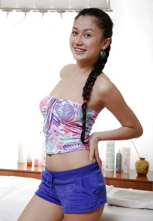 Luscious asian teen strips down getting ready for a massage